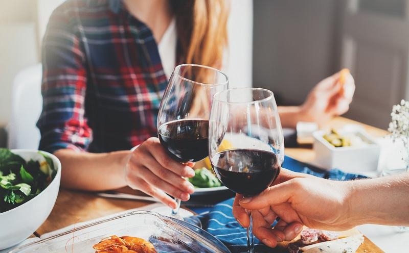Die These, dass Rotwein gesund sei, ist bis heute in der Gesellschaft weit verbreitet. (#01)