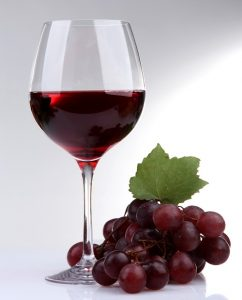 Gesund bzw. vorbeugend wirksam ist der Wein aber nur dann, wenn er in Maßen getrunken wird. (#02)
