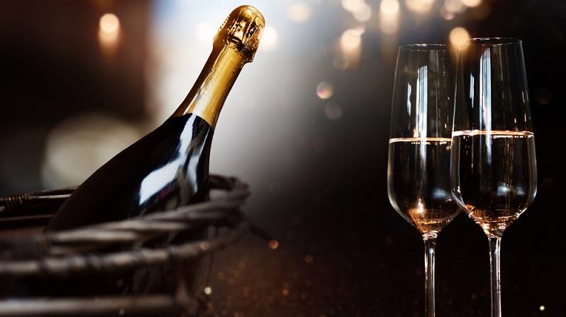Ein Geschenk-Gutschein macht es möglich, bei einer Weinverkostung in die Facetten des Weins und seiner Geschichte und Herstellung einzutauchen. (#04)