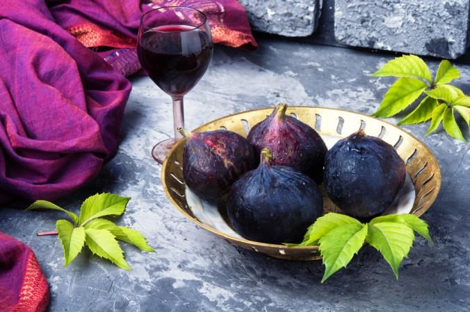 Sie haben kein Händchen fürs Kochen und schrecken daher vor Rotwein Rezepten zurück? Kein Problem - auch Sie bekommen Ihren Genussmoment mit einem leckeren Glas Rotwein und frischen Feigen! (#7)