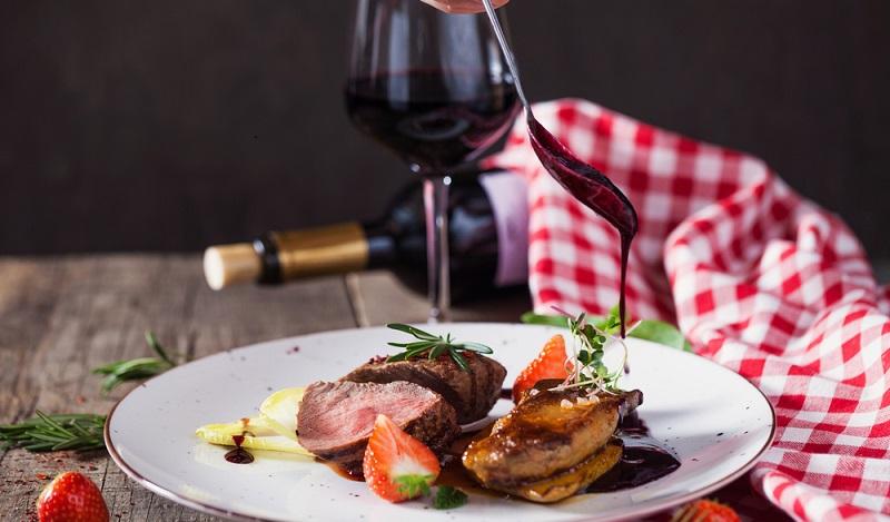 Rezepte, die eingelegte Birnen wunderbar schmackhaft mit Rind- und Wildfleisch kombinieren. (#02)