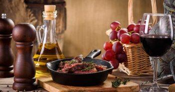 Rotwein zum Kochen: Diese Sorten eignen sich ideal