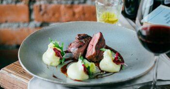 Rinderbraten mit Rotwein: Rezept für den klassischen Sonntagsbraten