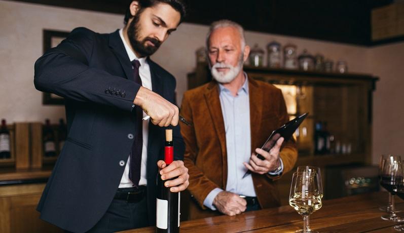 Wichtig: Gehen Sie nicht unbedingt von Ihrem eigenen Geschmack aus, wenn Sie einen Wein aussuchen, denn der zu Beschenkende mag vielleicht etwas ganz und gar Anderes!