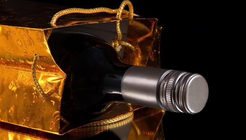 Im besten Fall ist Ihnen bekannt, ob der zu Beschenkende lieber Rot- oder Weißwein mag. (#03)