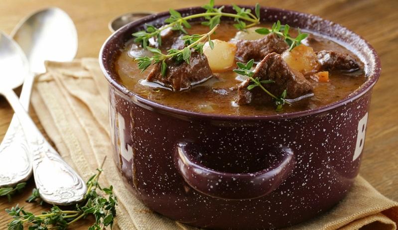 Das Kochen mit Wein hat eine lange Tradition. Schon in der Antike haben Köche mit dem edlen Rebensaft ihre Rezepte bereichert. (#01)