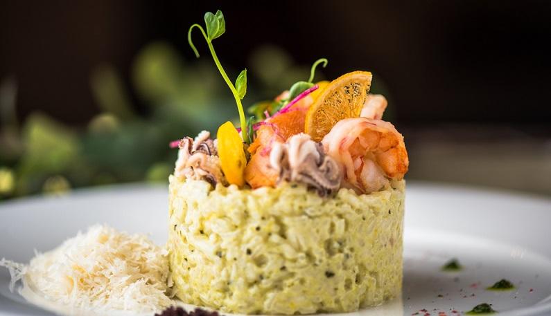 Mit Weißwein kann man somit Fischgerichte, Soßen zu hellem Fleisch oder auch leichte Gerichte perfekt veredeln. Um den geeigneten Weißwein auszuwählen, sollten die ansonsten im Rezept verwendeten Gewürze und Zutaten beachtet werden. (#04)