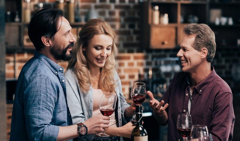Vor dem Kochen am besten den passenden Rotwein testen. Er ist die Basis guter Saucen. (#3)