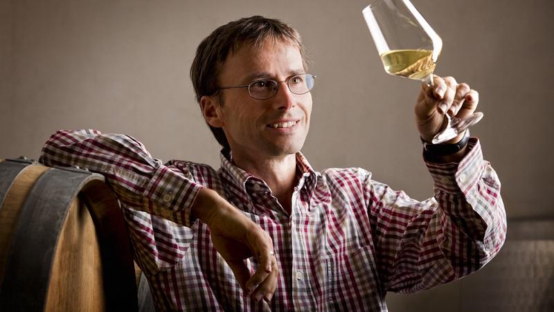 Das Schwenken können Sie auch üben und eindrucksvoll bei der Weinverkostung zu Hause vorstellen.