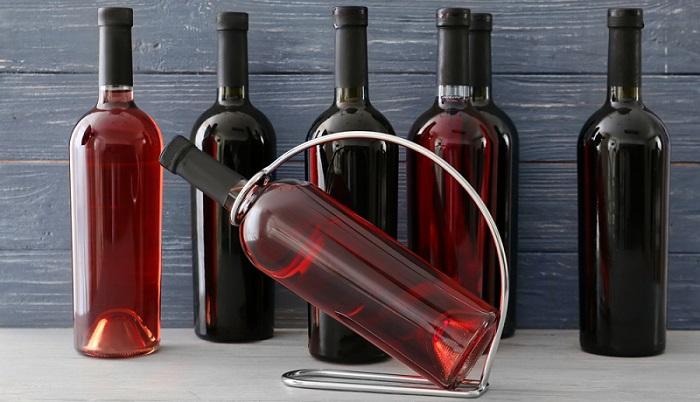 Die Vielfalt der Rotweine ist so groß, da fällt die Entscheidung schwer ( Foto: Shutterstock-_Pixel Shot )